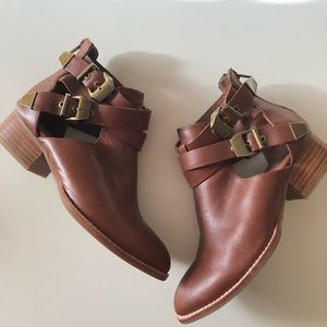 Jeffrey Campbell cut it booties